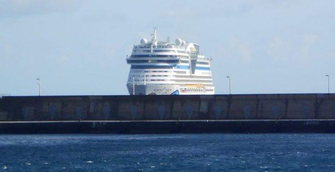 Vor dem Hafen - AIDAsol